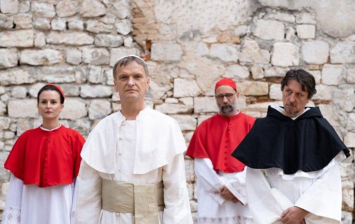 Premijera predstave 'Papa Franjo se hrva sa svojim anđelom' u programu zadarskog festivala Nosi se
