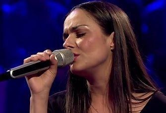 Zadranka Elena Stella pjeva naslovnu pjesmu u nagrađivanom filmu Plavi cvijet